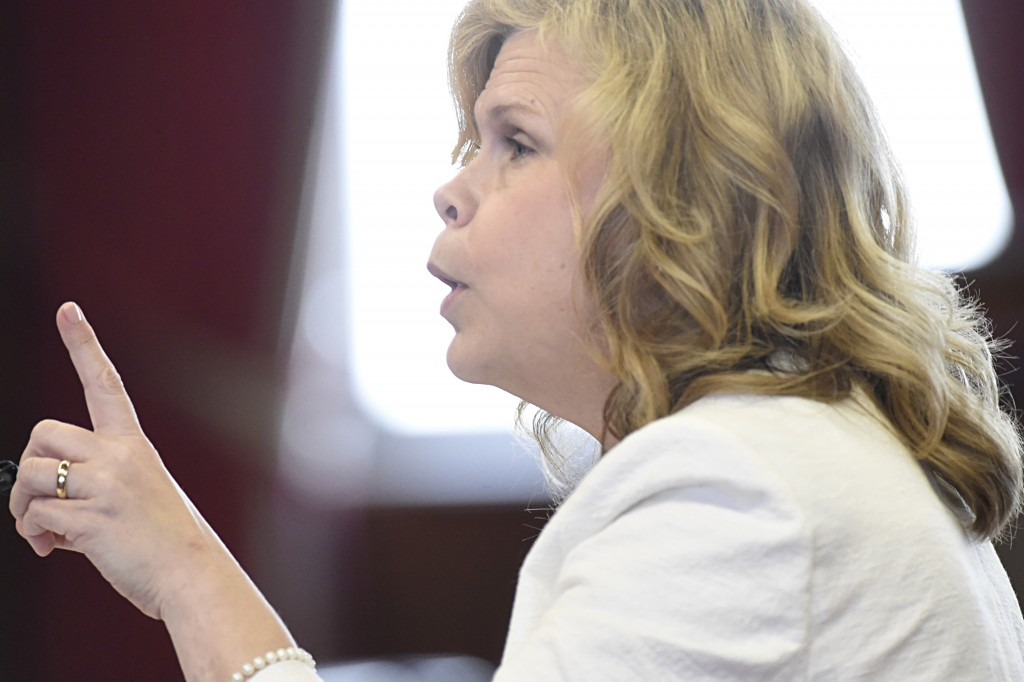 Kelley Henry argues on behalf of plaintiffs during oral arguments on whether death row inmates can properly challenge the constitutionality of electrocution as a possible method of execution on Wednesday, May 6, 2015 in the Tennessee Supreme Court in Knoxville, Tenn. (Adam Lau/Knoxville News Sentinel via AP)
