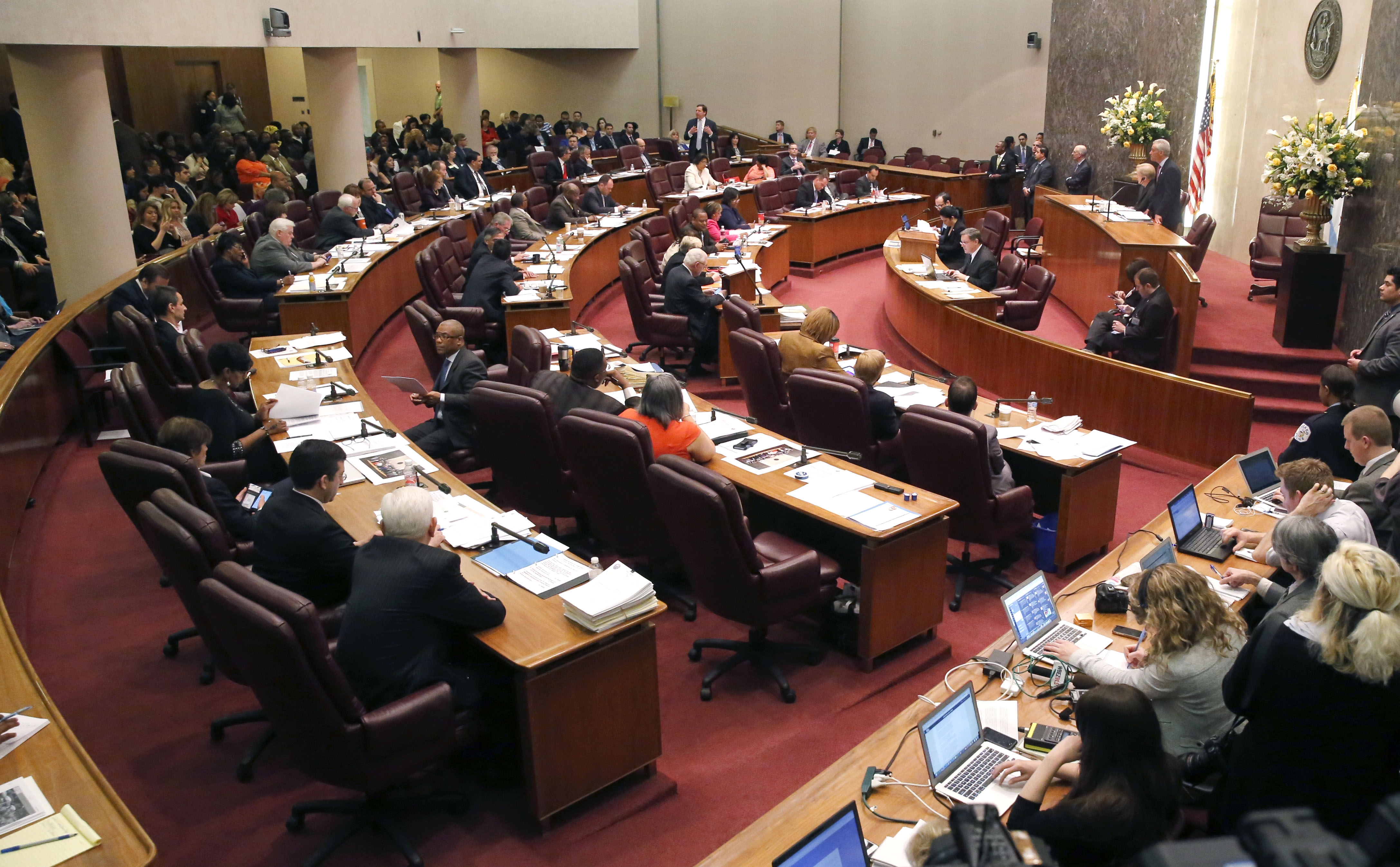 """The Chicago City Council votes on a $5.5 million fund to compensate victims of police torture, Wednesday, May 6, 2015, in Chicago. The """"reparations"""" package approved Wednesday, would pay up to $100,000 each to dozens of men who claimed they were tortured by the detective crew of notorious former police commander Jon Burge. Some victims spent decades in prison after confessing to crimes they did not commit. (AP Photo/Charles Rex Arbogast)"""