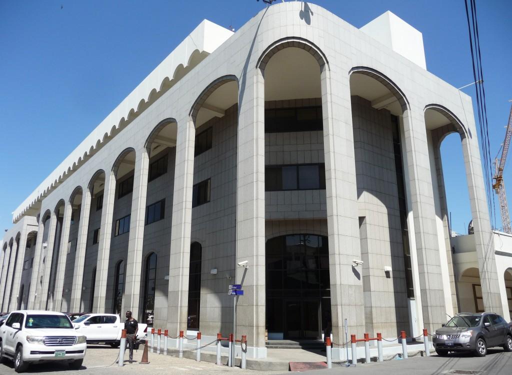 O Banque de la République d'Haïti no centro de Porto Príncipe em 8 de março.