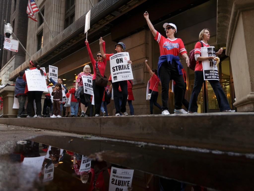 GettyImages-525523938-chicago-teachers-strike-1558125228