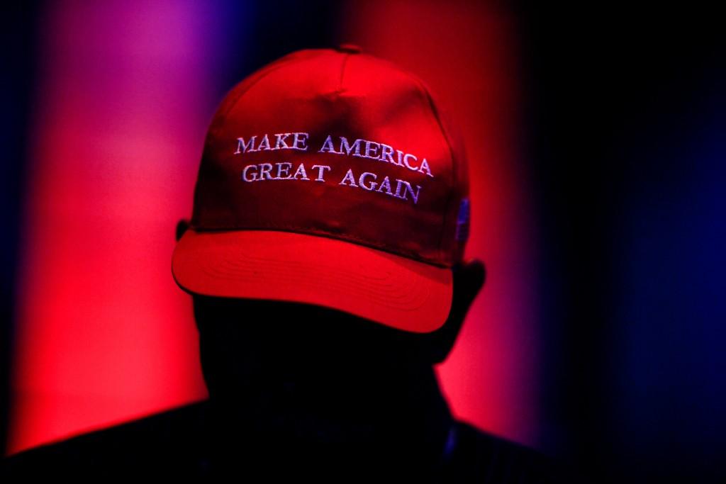 """Homem usa um boné """"MAGA"""" durante o Western Conservative Summit, em Denver, em 12 de julho."""