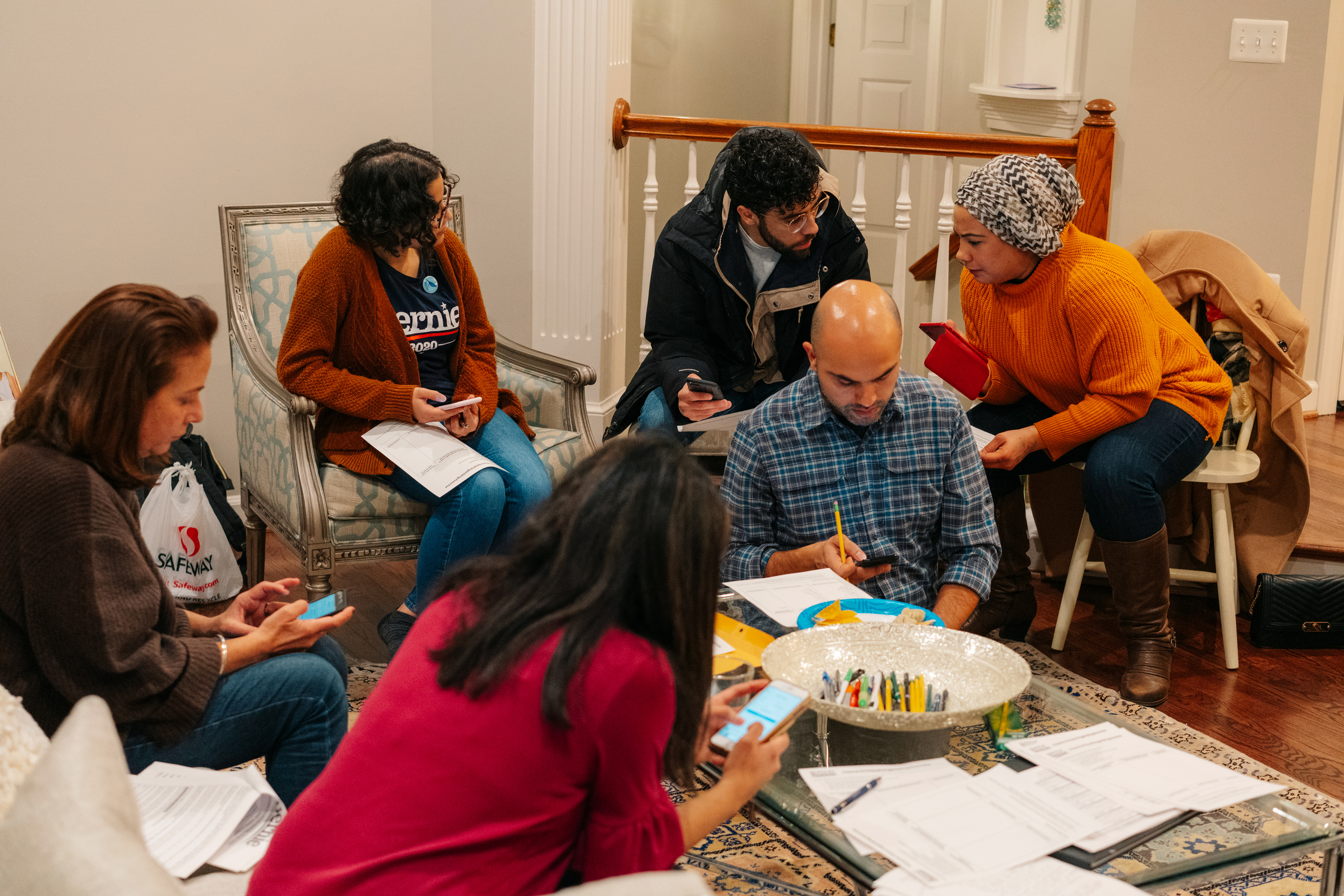 "Saturday, December 21st, 2019 -- Arlington, Virginia A ""#ArabAmericans4Bernie Mapping Party."" in Arlington, Virginia.Justin T. Gellerson for The Intercept"