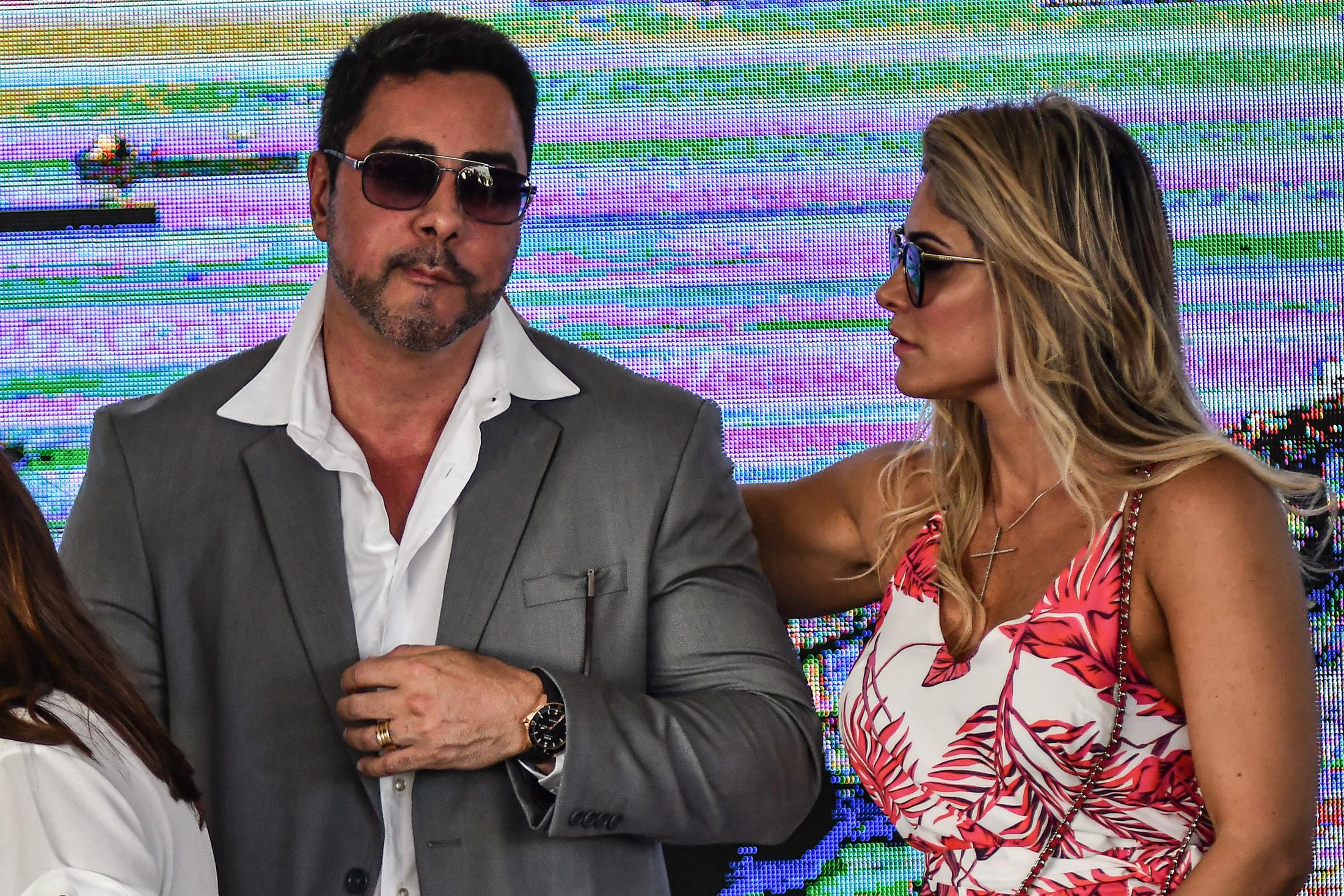 Juiz Marcelo Bretas e sua esposa juíza Simone Bretas presentes durante cerimônia de inauguração da alça de ligação da Ponte Rio-Niterói à Linha Vermelha.