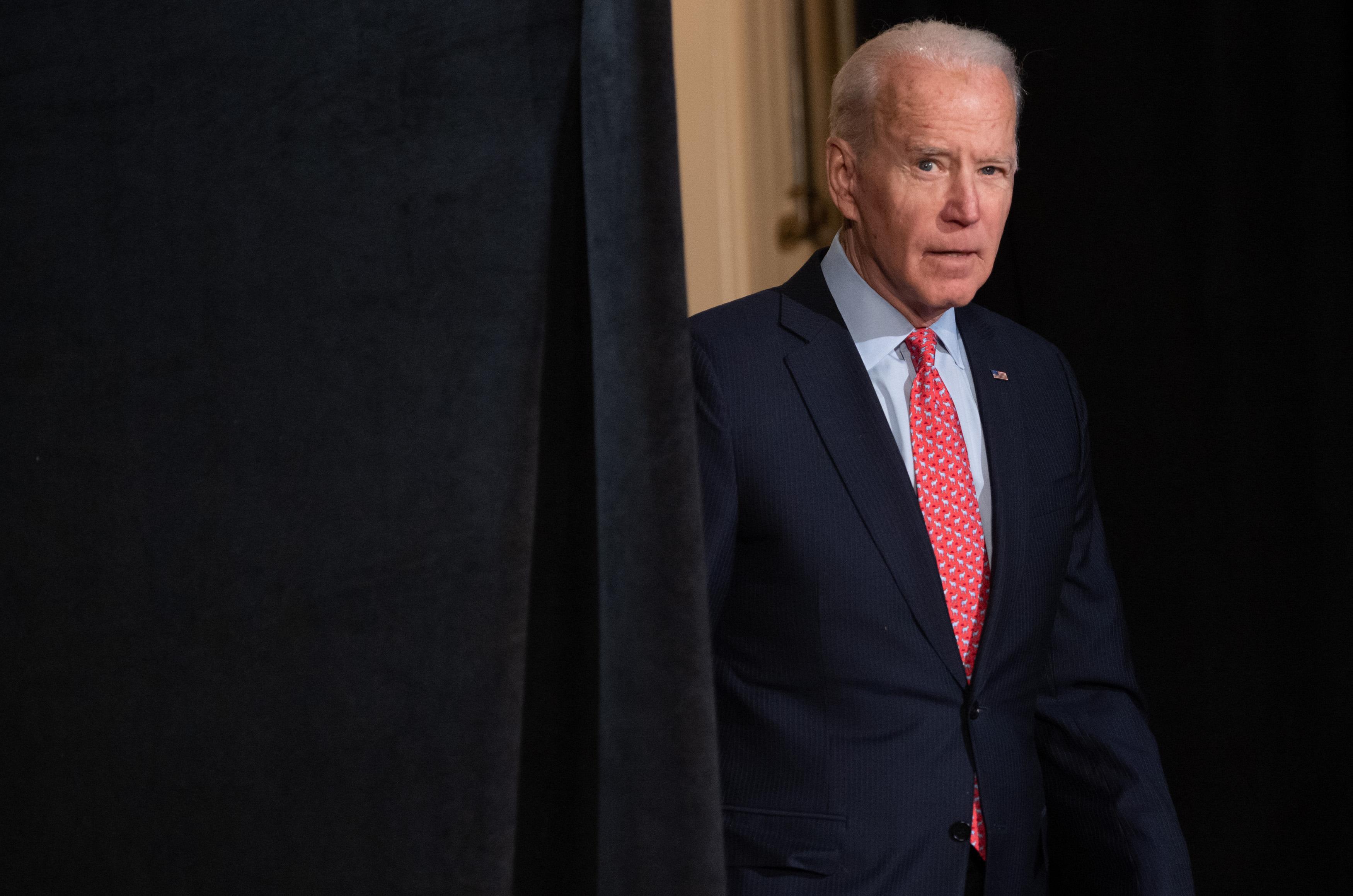 O ex-vice-presidente dos Estados Unidos mais candidato à alçada pelo Partido Democrata, Joe Biden, vem com o intenção de manifestar em contato com o COVID-19 no interior de um fato de imprensa dentro de Wilmington, Delaware, no meio de 12 de março de 2020.