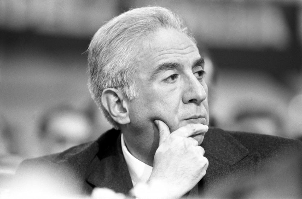 Francesco Cossiga, presidente do Senado da República Italiana, comparecendo ao 16º Congresso Nacional do Partido Democrata Cristão em Roma, em fevereiro de 1984.